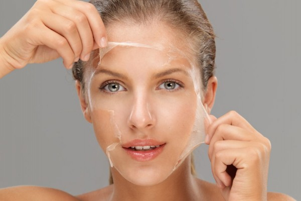 Лущиться шкіра на обличчі: причини, що робити